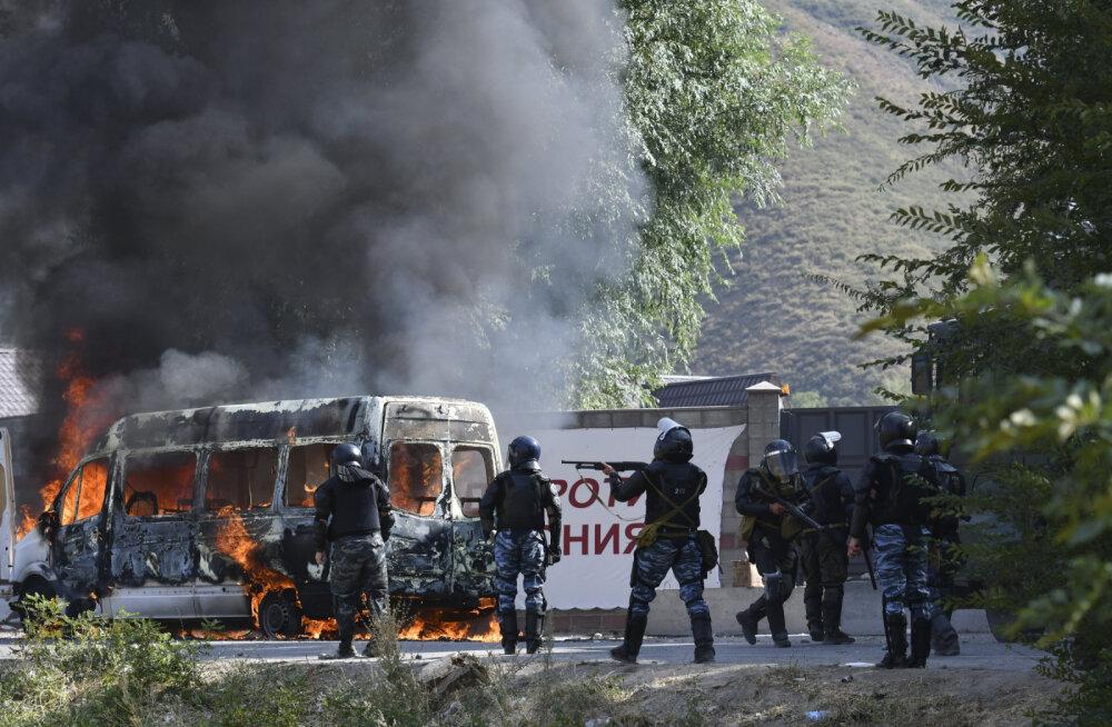 Митинг сторонников Атамбаева в Бишкеке жестко разогнан