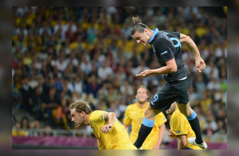 Andy Carroll (Inglismaa) lööb 1-0