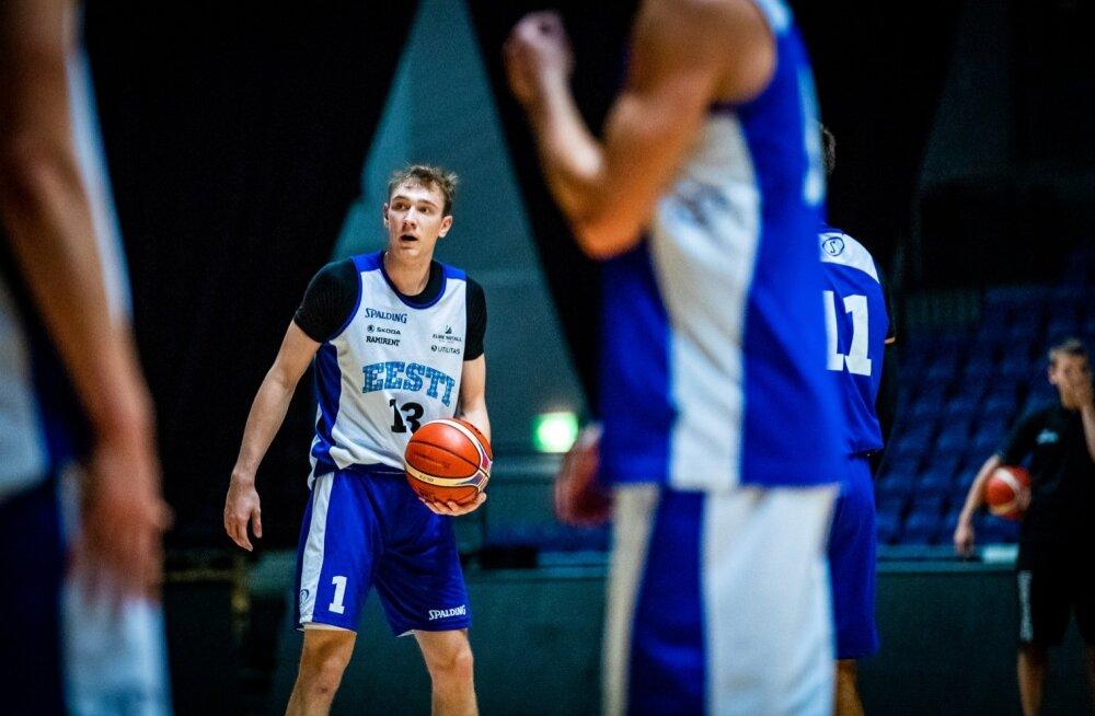 Sander Raieste korvpallikoondise treeningul