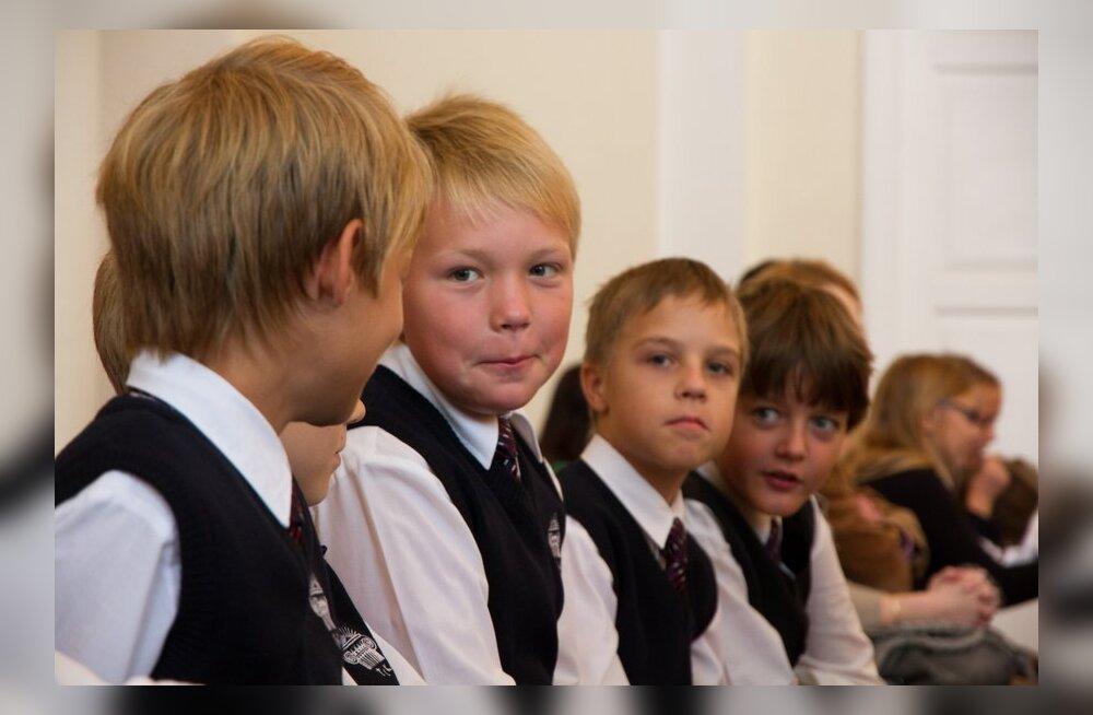 FOTOD: väikesed koolijütsid Inglise Kolledži aktusel