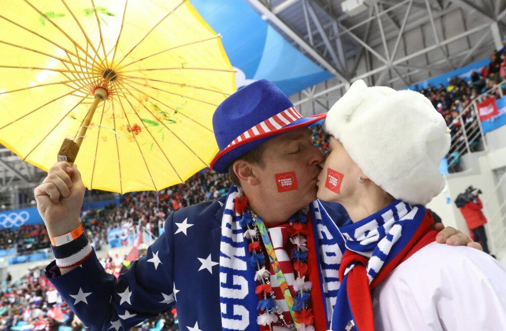 Venemaa hokifännid suudlemas