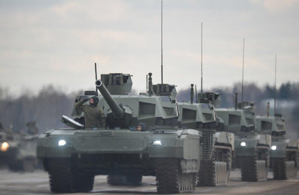 """Izvestija: Venemaa loob läänesuunal NATO-le vastuseismiseks """"soomustatud rusika"""""""