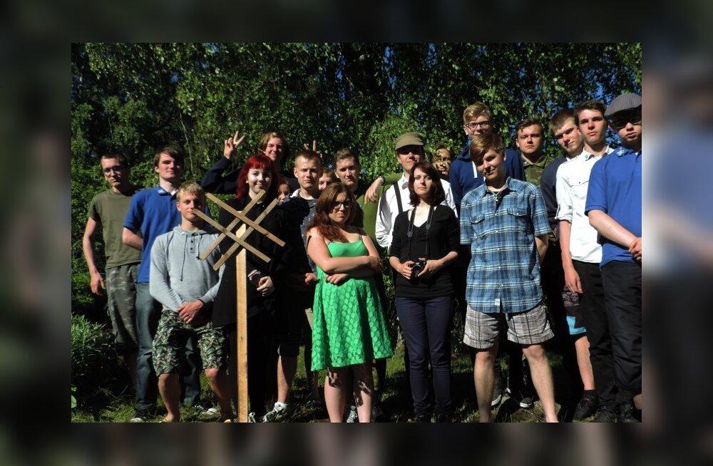 FOTO: EKRE noorteorganisatsioon Sinine Äratus pidas laagrit: rollimängud, saunaõhtu ning erakonna juhi kiidusõnad aadete ja idealismi eest