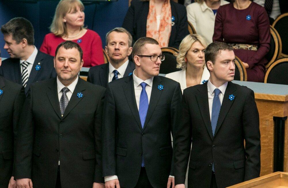Uus valitsus andis Riigikogu ees ametivande 09.04.2015