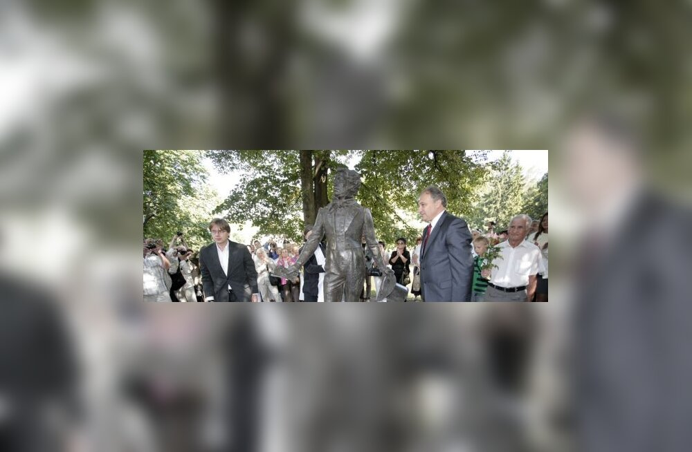 Riias avati Moskva kingitus— Puškini ausammas
