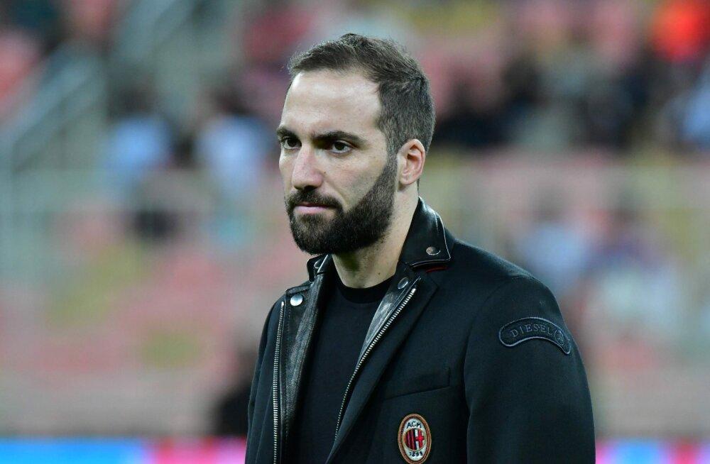 Ametlik: Chelsea hankis Itaaliast Higuaini