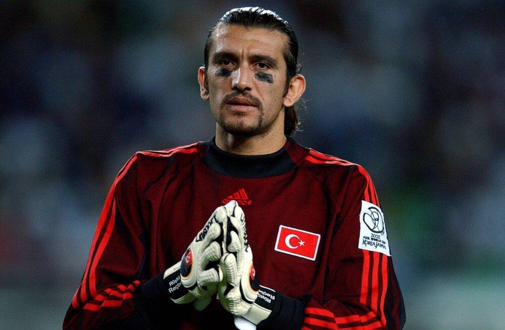 Koroonaviiruse seljatanud Türgi jalgpallilegend: alguses alahindasin olukorda, aga lõpuks kujunes see minu elu üheks raskemaks võitluseks