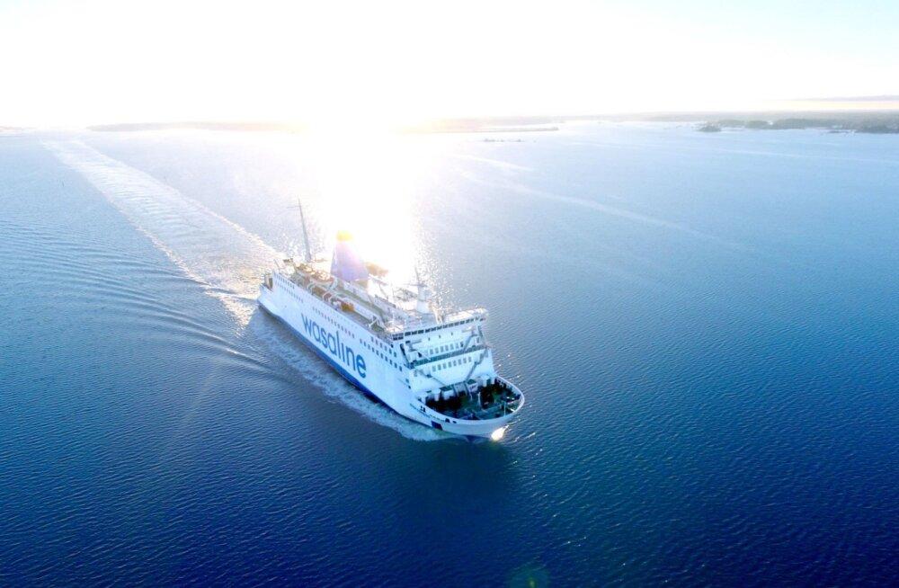 Tormine ilm põhjustas Soome-Rootsi parvlaeval paraja kaose: suur veok paiskus külili ja alus rappus. Peagi tuli ots ringi keerata