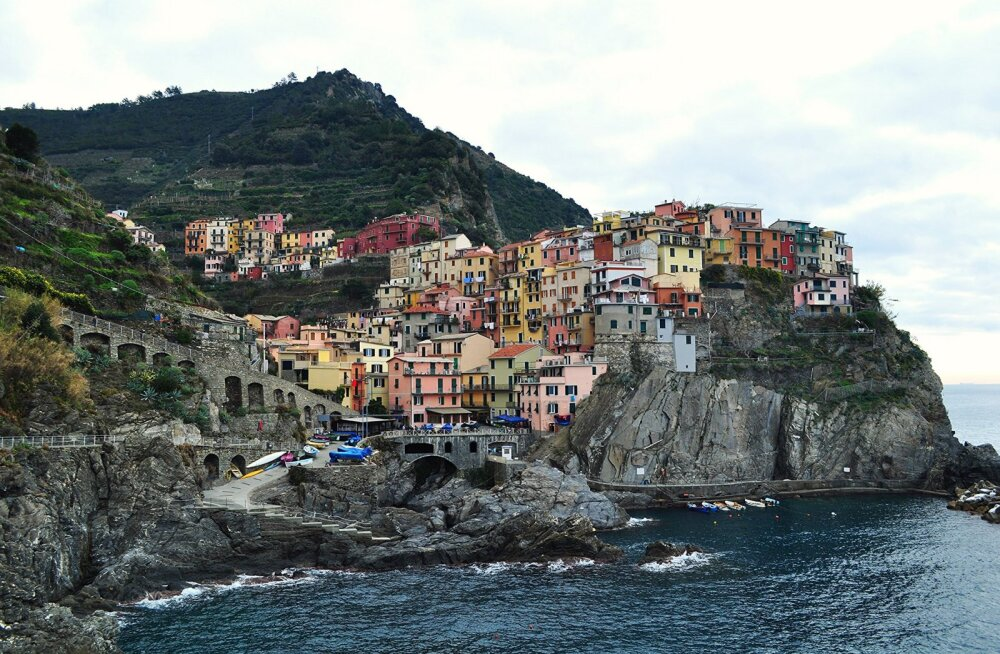 В Италии запустили поезд по одному из самых живописных панорамных маршрутов в мире