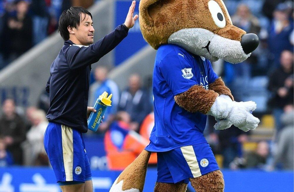 Leicesteri jaapanlasest liider Shinji Okazaki on leidnud täieliku üksteisemõistmise nii kaasmängijate, fännide kui ka maskotiga.