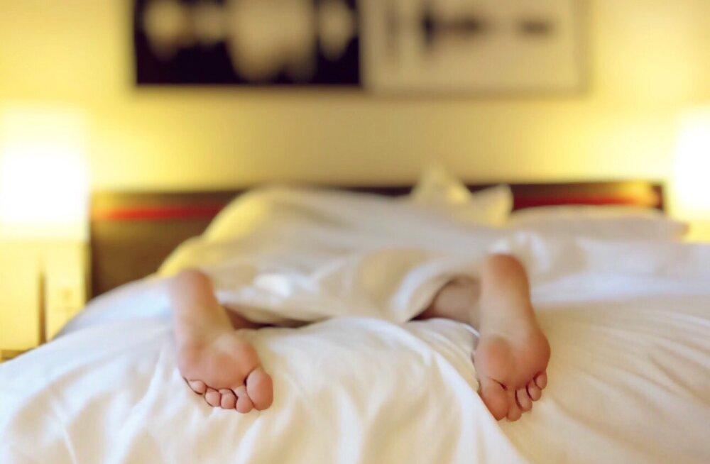 Отгадайте, какое слово люди чаще всего произносят во сне?