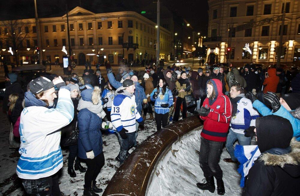 Kättemaks või apsakas? Vene propagandakanal illustreeris soomlaste pagulasprotesti uudist fotoga, mis näitas kordades suuremaid rahvamasse