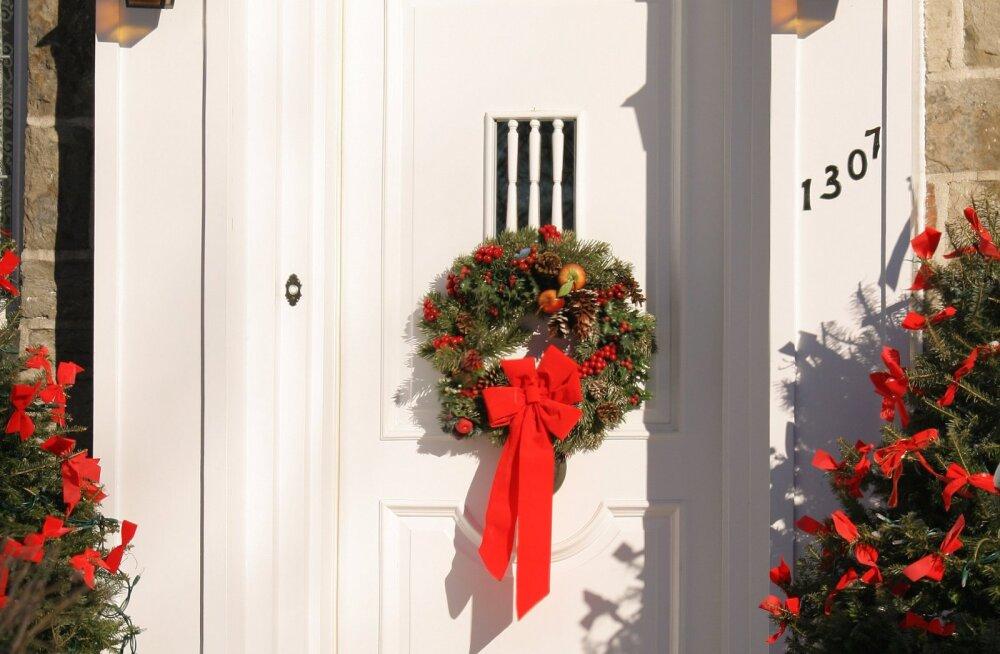 Ideedest pungil GALERII: 37 kaunist jõulupärga, mida detsembrikuul koduuksele riputada