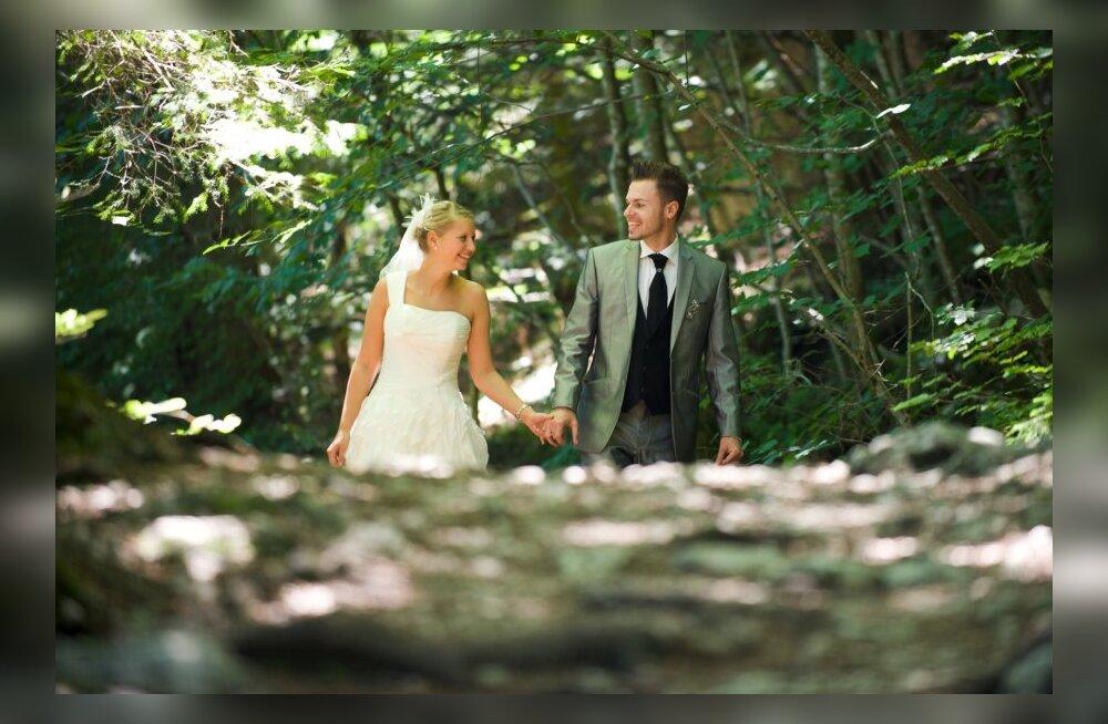 Statistikaameti sõbrapäevaeelne abieluportree: mida vanem on mees abiellumise ajal, seda suurem on tema vanusevahe oma naisega