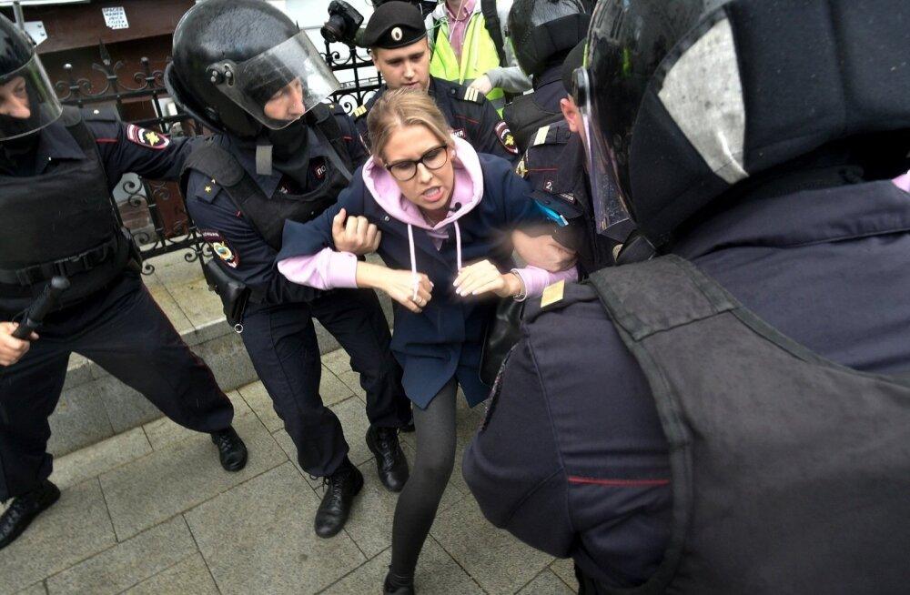 В Европе осудили задержания на акции оппозиции в Москве