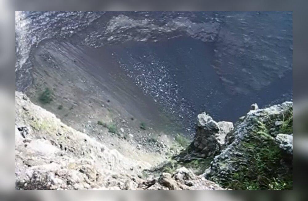 Päris uinunud see vulkaan ei ole: heidame pilgu Vesuuvi kraatrisse