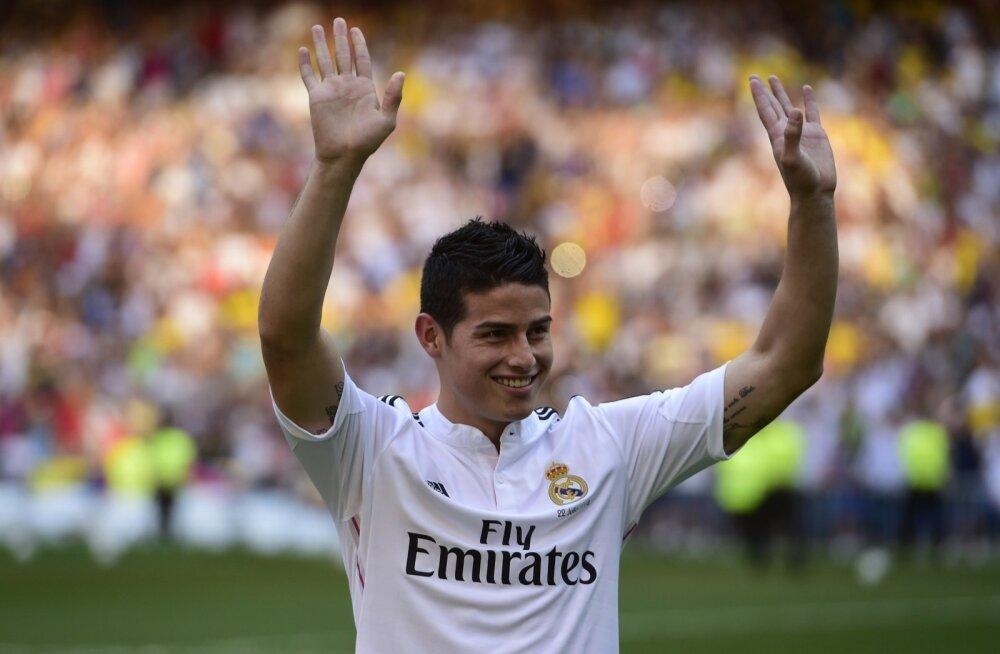 James Rodriguez Madridi Reali fännide ees Santiago Bernabeul