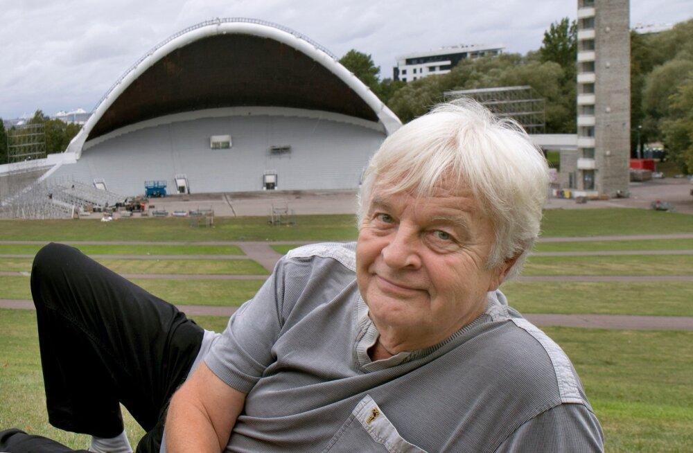 Ivo Linna legendaarse Rock Summeri tallermaal Tallinna lauluväljakul, kus viibis esimest korda 1960. aastal laulupeole tulnud poistekoori liikmena. Ka Tallinnas oli ta siis esimest korda, suu ammuli. Viimati esines Linna lauluväljakul 19. augusti üheslaul