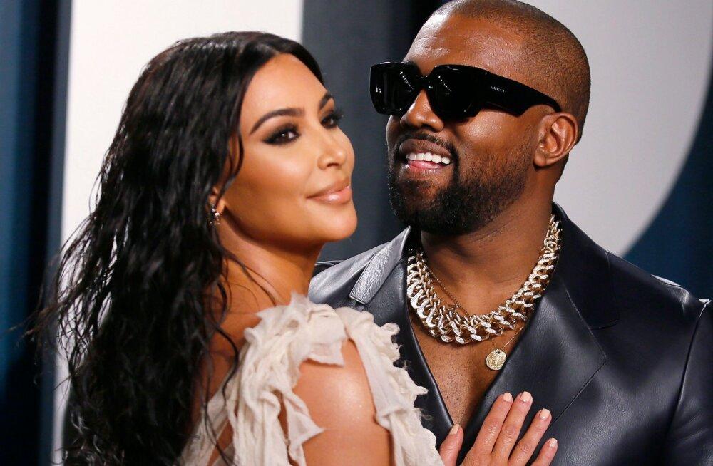 KUUM KLÕPS | Napilt kaetud! Kim Kardashian viskas riided seljast ja poseeris pildil koos eriti huvitava sõbraga