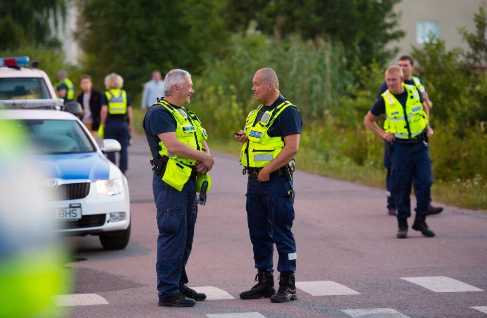 Politseinikud puhumist läbi viimas. Pilt on illustratiivne.
