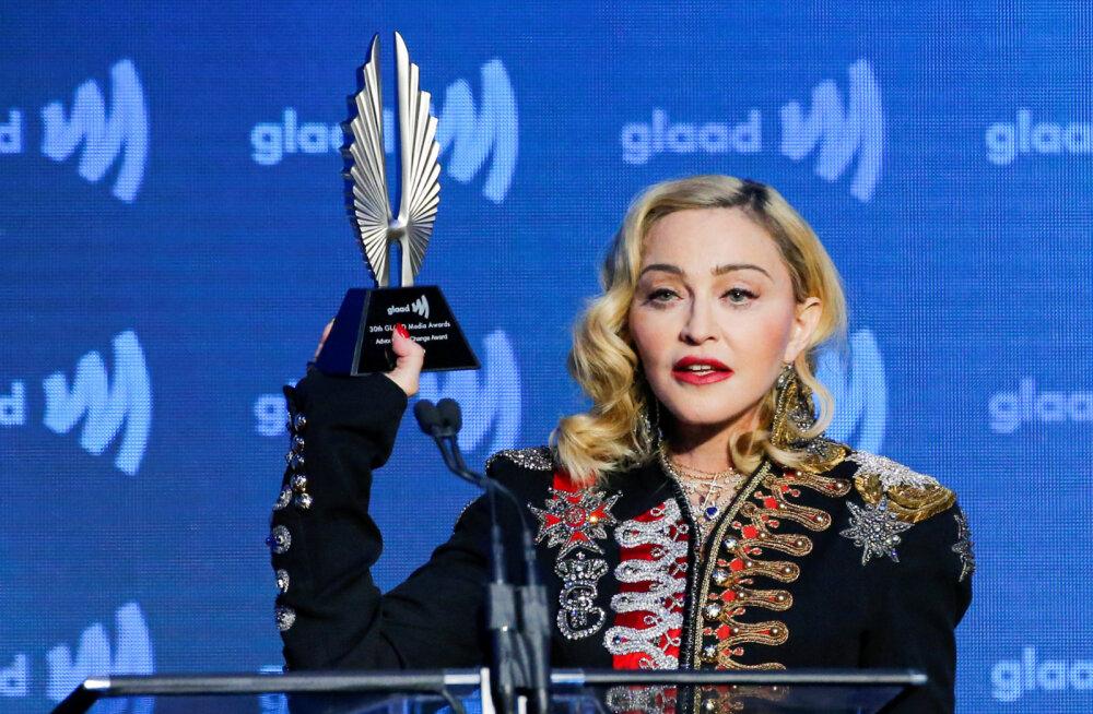 Madonna meenutab muusika lekkimist: ma tundsin end vägistatult