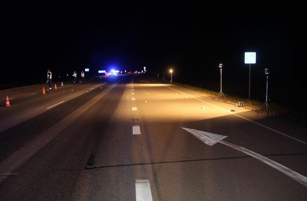 Жуткая смерть и чудовищное безразличие на шоссе Таллинн-Нарва. Женщину сбила машина, после чего по ней проехались еще два авто