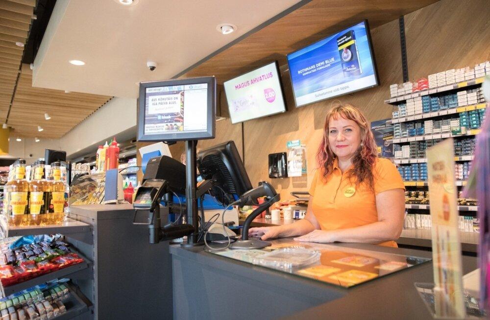 ГРАФИК: Нехватка рабочей силы в сфере обслуживания сделает зарплаты достойными