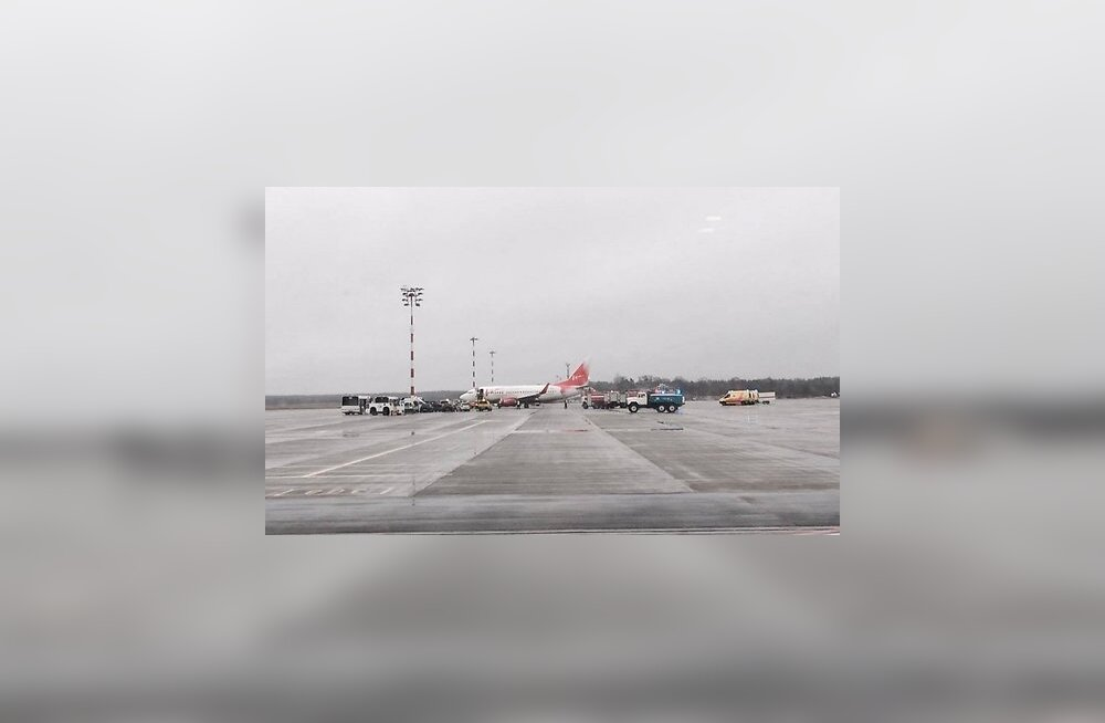 FOTOD: Riia lennuväljal libises rajalt välja lennuk Vene jäähokimeeskonnaga