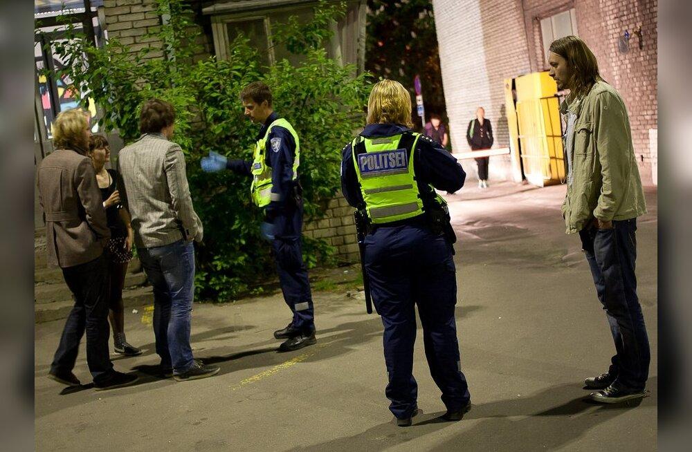 FOTOD: ERKI Moeshow inimtühjale järelpeole ilmus politsei