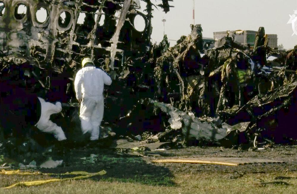 Moskvas hädamaandumise teinud lennuki meeskonnaliikmed rääkisid äikesepilve sattumisest