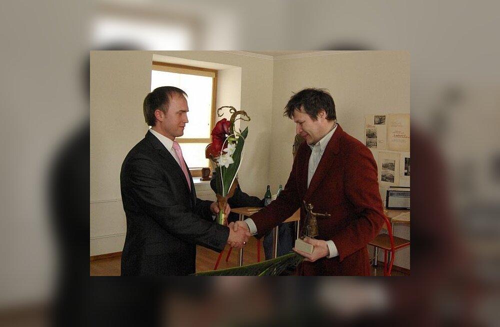 FOTOD: Virumaa Kirjandusauhind anti Andrei Hvostovile