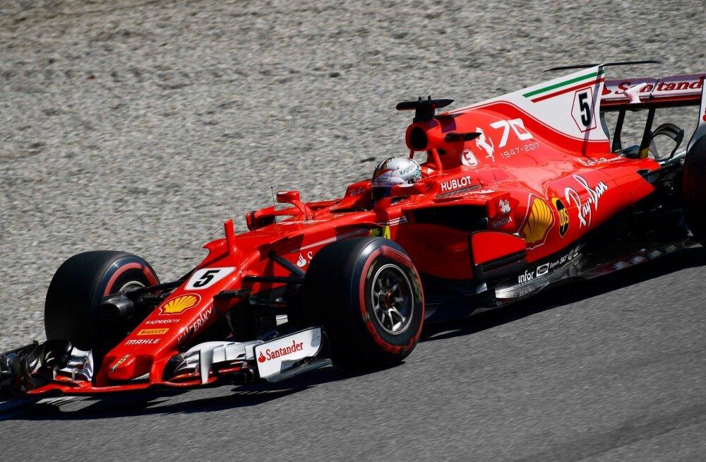 Sebastian Vettel leppis Ferrari fännide ees 3. kohaga.