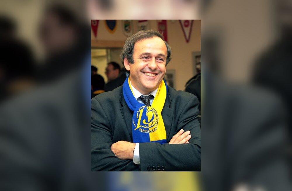 UEFA president Michel Platini Ukraina lipuvärvides salliga