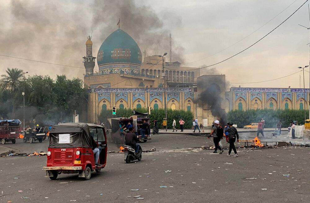 Iraagi pealinna viivatel teedel blokeeriti protestide käigus liiklus