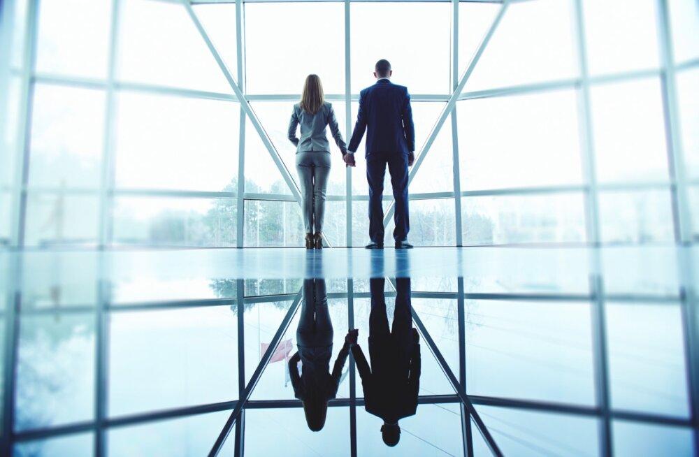 Kirglikud ületunnid: 63% Eesti töötajatest on kontoriromantikaga kokku puutunud