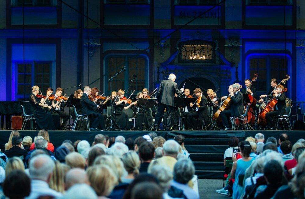 Таллиннский камерный оркестр и финский дирижер Юха Кангас дадут концерт и запишут диск