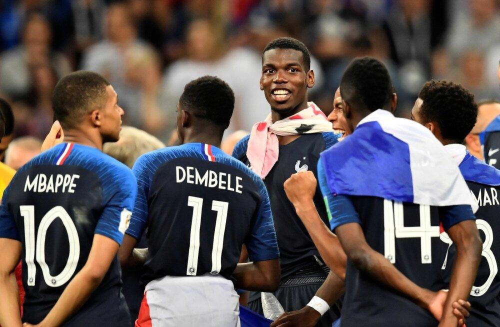 Prantsusmaa koondislased MM-tiitlit tähistamas.