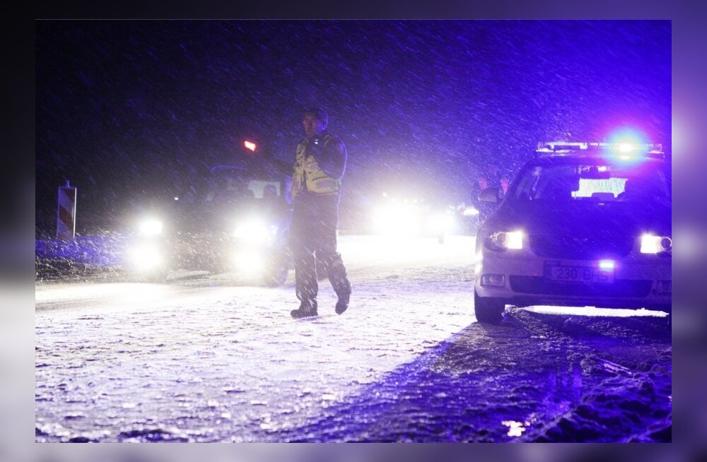 Водитель грузовика, съехавшего с дороги на прямом отрезке трассы Кяревере-Кяркна, умер