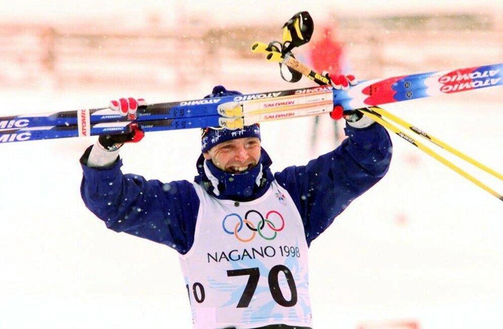 Mika Myllylä tähistamas Nagano olümpiavõitu.