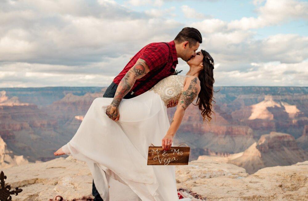 Uuringud kinnitavad: ilusamate naistega mehed on õnnelikumad