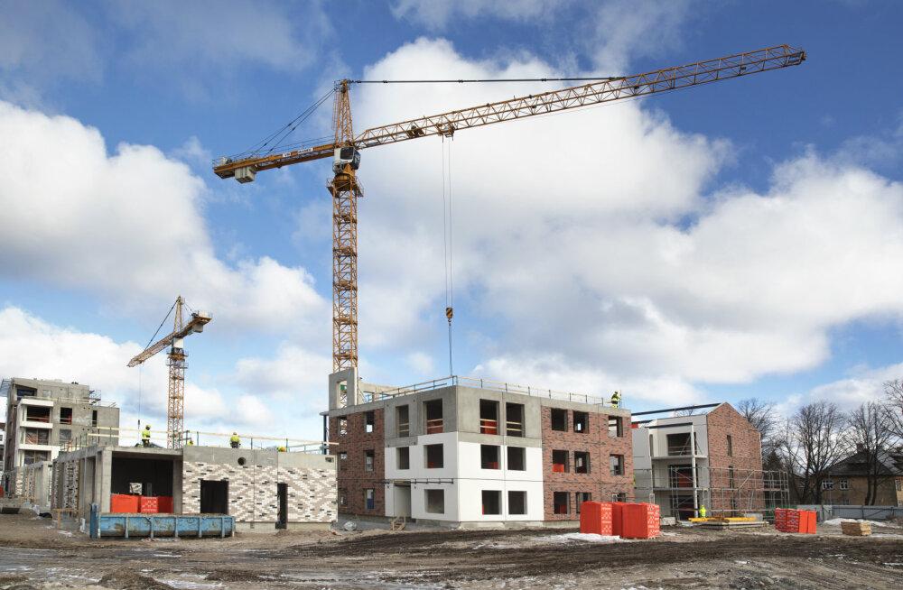 Karkasshoonete seinte ehitusel on Bauroci ehitusmaterjalide eeliseks kerge kaal ja lisaks ka väga hea tulepüsivus. Merko Ehitus, Veerenni elamukvartal Tallinnas.