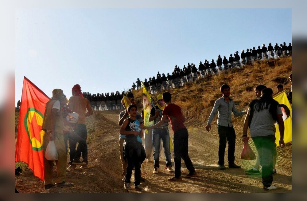 Meedia: kurdi mässulised peatasid võitlejate äraviimise Türgist