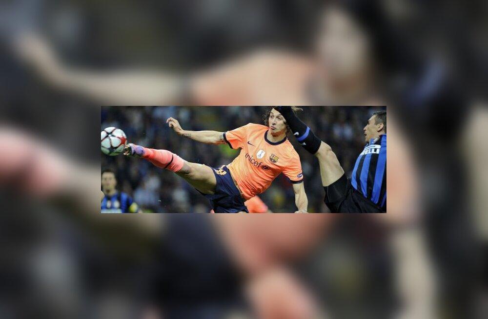Ibrahimovic  ja Lucio (Barcelona ja Inter)