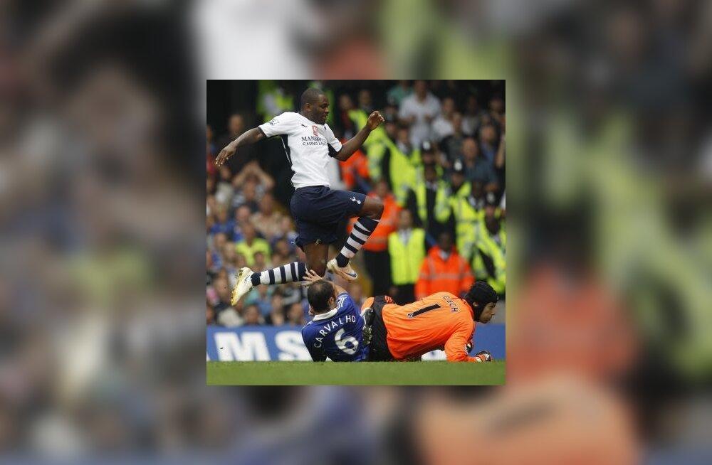 Darren Bent (Tottenham) lööb värava