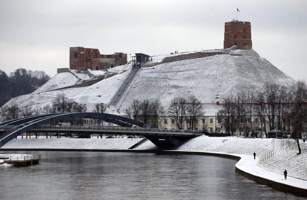 Для спасения горы Гедиминаса в Вильнюсе предлагают убрать часть знаменитого замка