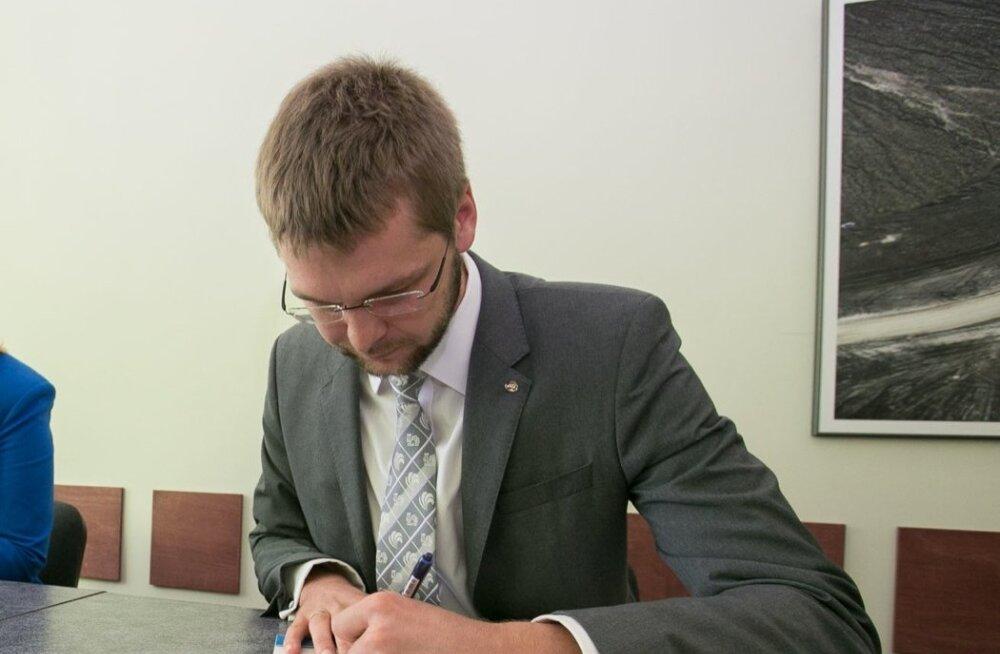 Jevgeni Ossinovski Raplas ühiste kavatsuste kokkuleppe allkirjastamisel