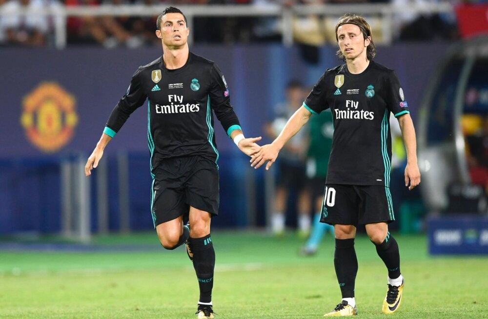 ef1f5da4f26 FIFA avaldas kolm jalgpallurit, kes kandideerivad aasta parima mängija  auhinnale, Messi nimekirjast väljas