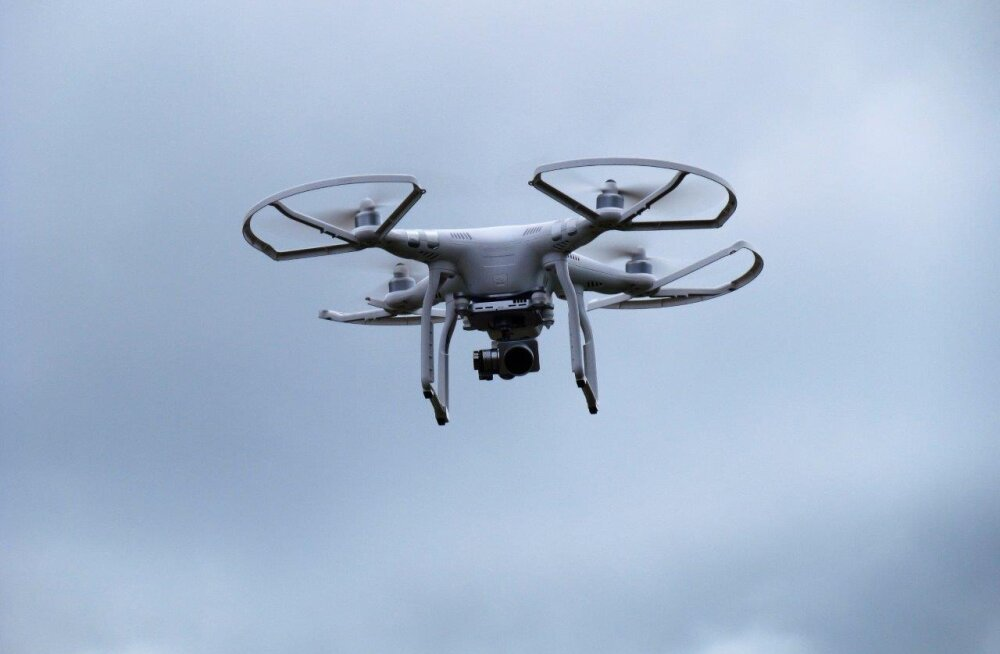 Droonid metsade kohal