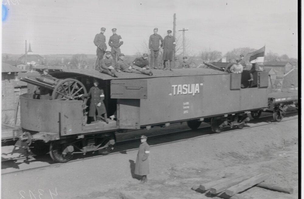 Vabadussõja sõdurid soomusrung Tasujal