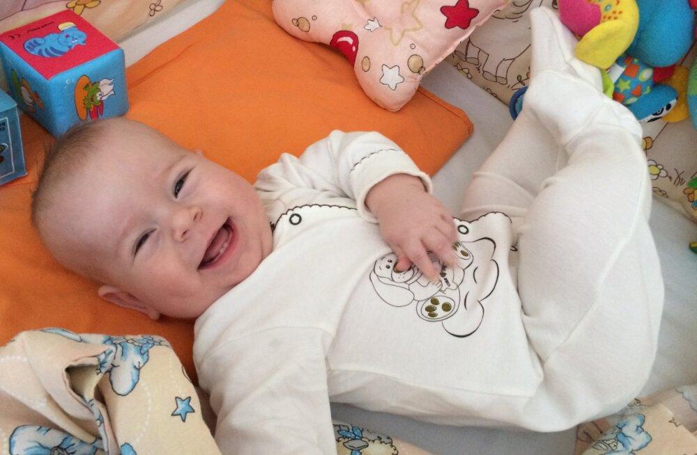 Lastefond toetab heade annetajate toel kaasasündinud raske immuunpuudulikkusega pisikese Olegi ravi Inglismaal